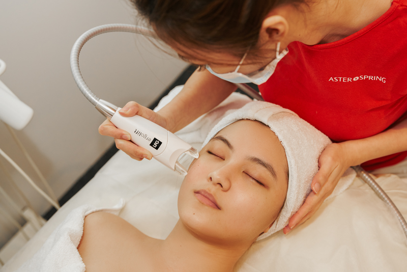 Powered Rejuvenation with Endermolift™ (powered by LPG),  the first and only world's technology innovated in France. A non-surgical way to reverse skin aging process with scientifically proven. Scientifically proven to rejuvenate your skin from within. Visible results from the first session with  80% Hyaluronic Acid  46% Elastin  23% Firmness  21% Wrinkles Smoothed